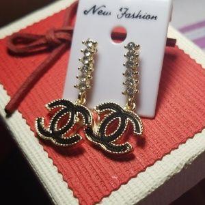 Jewelry/ Long earrings
